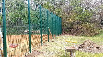 Neuer Zaun hin zum Kleinfeld